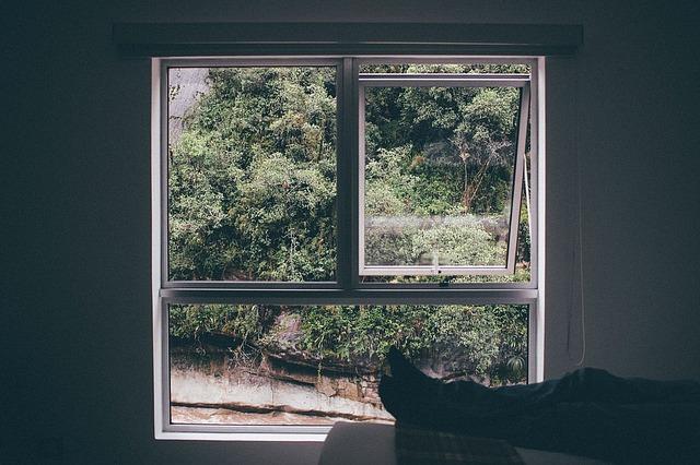 velké okno pootevřené