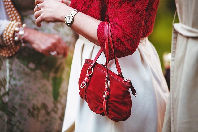 červená kabelčička