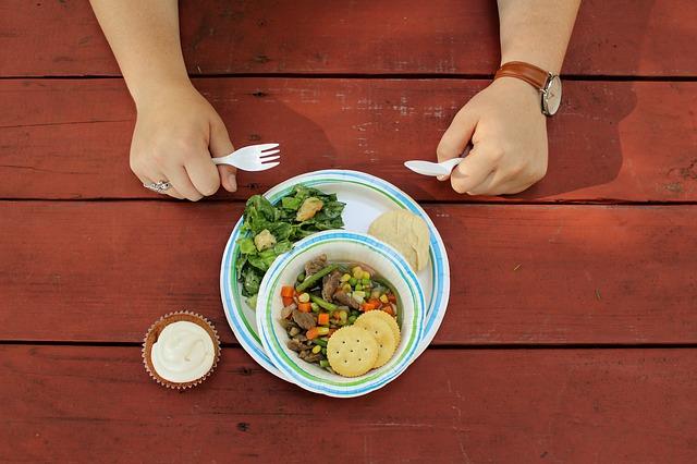 plastové nádobí.jpg