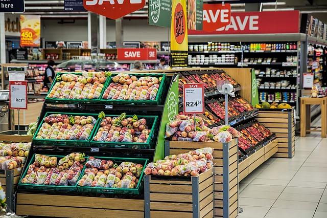 prodej jablek v obchodě.jpg