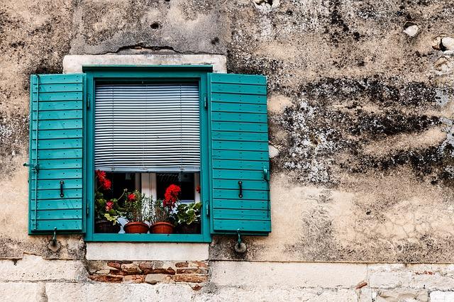 tyrkysové okenice