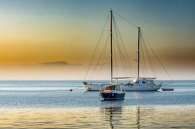 jachta a člun