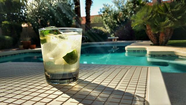 drink u bazénu