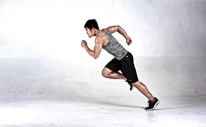 muž v běhu