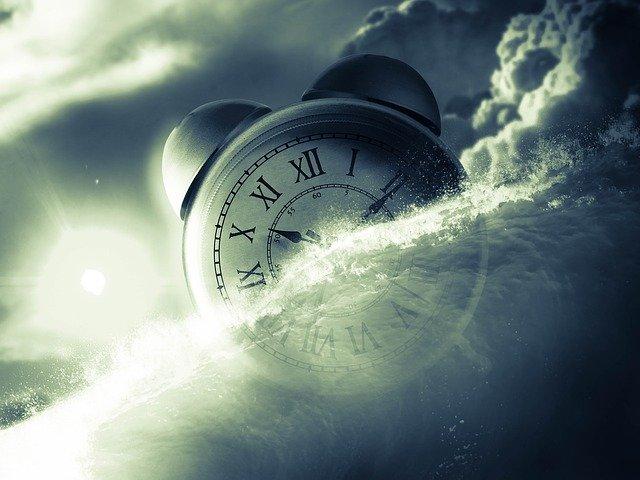 hodiny v mlze